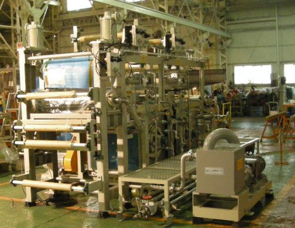 多孔質フィルムの洗浄装置